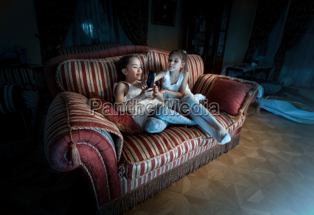 two girls fighting for tv remote