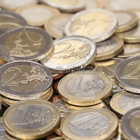 pila con uno y dos monedas