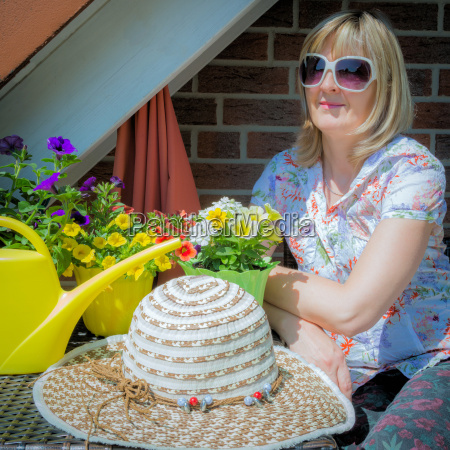 woman sunglasses hat balcony