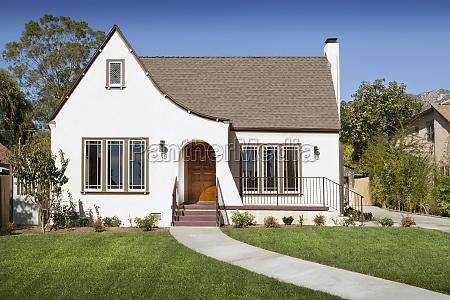 front exterior of cottage pasadena california