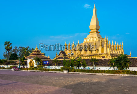 pha that luang great stupa in