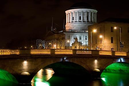city of dublin at night in