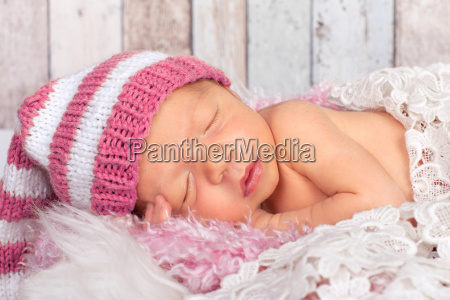 little baby with pink hat