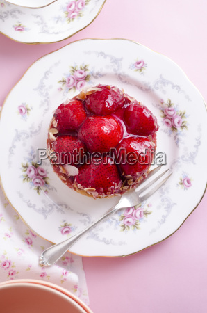strawberry shortcake with biscuit