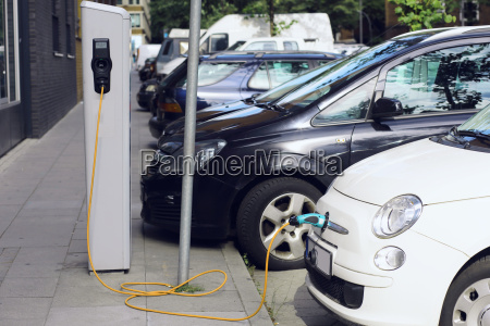 recharge electric car in free charging