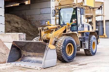 excavation wheel loader with big shovel
