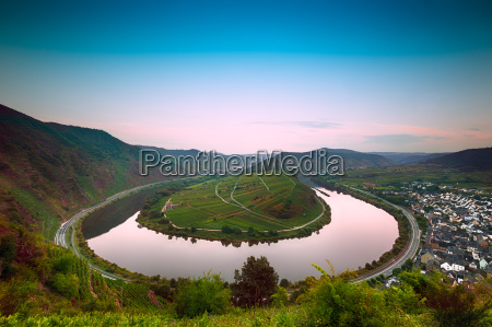 mosel bend moselschleife at dawn germany