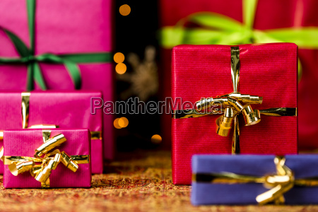 six gifts with bow knots
