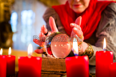 clairvoyant while seance with tarot cards