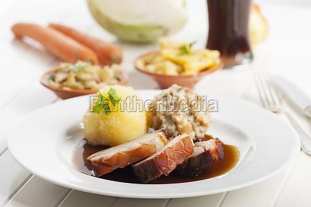 asado de cerdo y cerveza bavara
