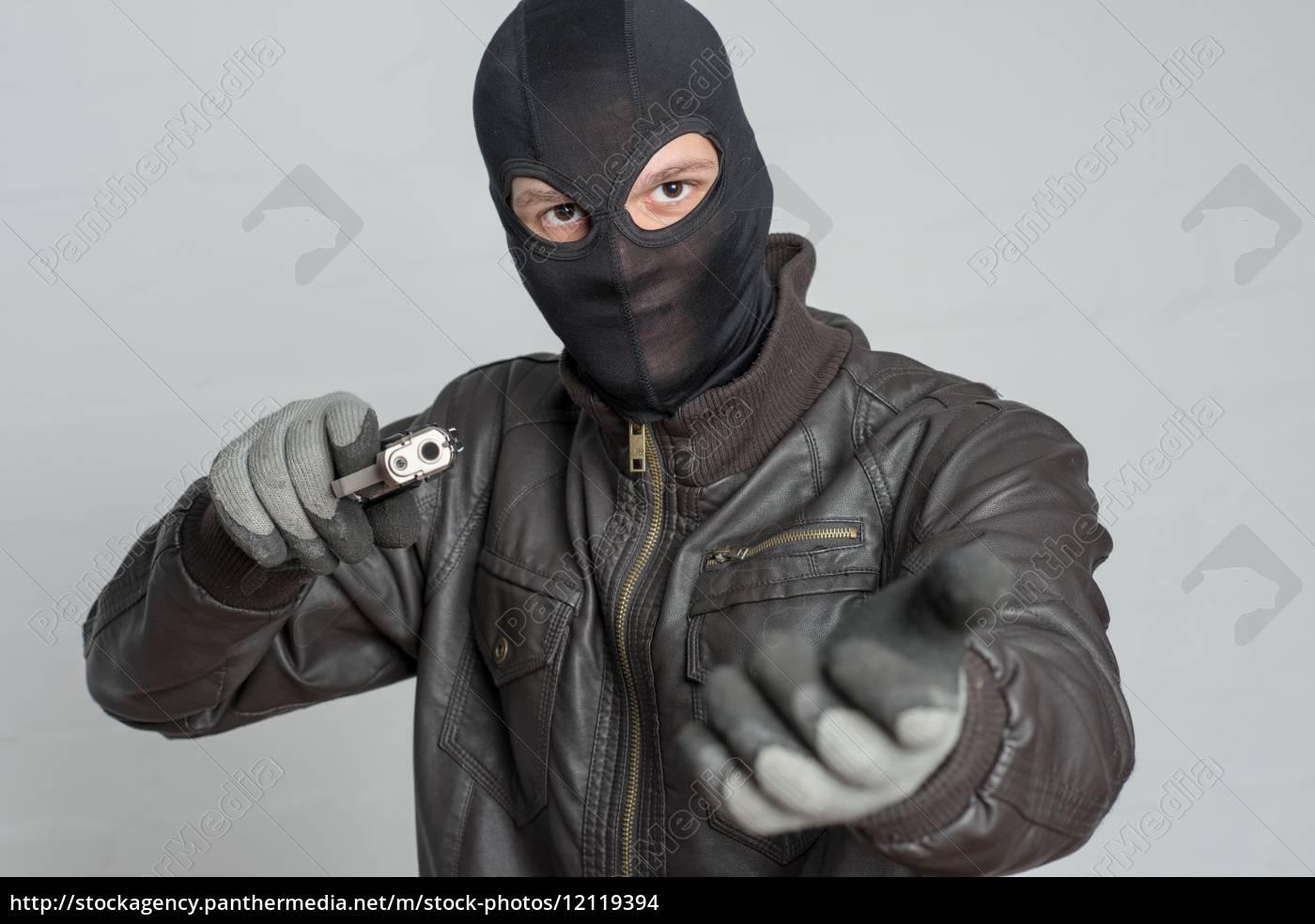 burglar, threatening, with, weapon - 12119394