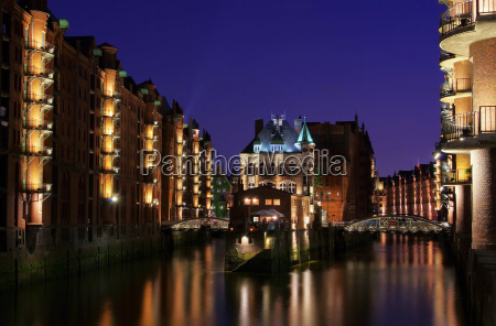 hamburg speicherstadt moated castle night 01
