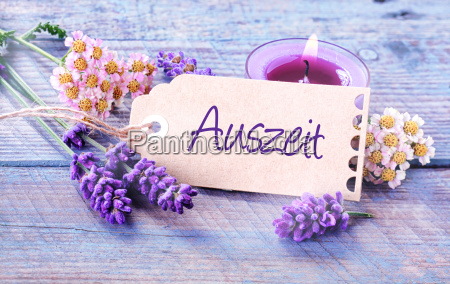auszeit relaxation rustic floral background