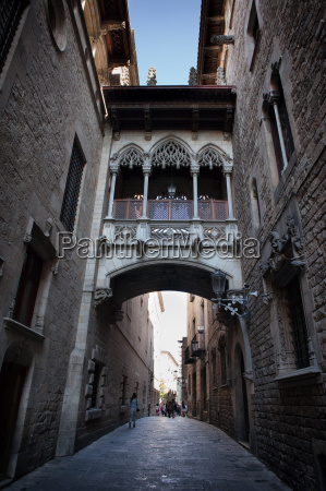 carrer del bisbe street in gothic