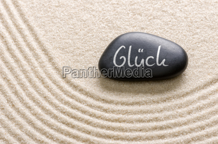 black stone with the inscription glueck