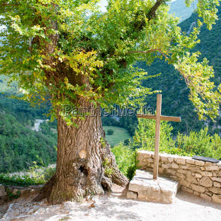 cross mountain in brantes