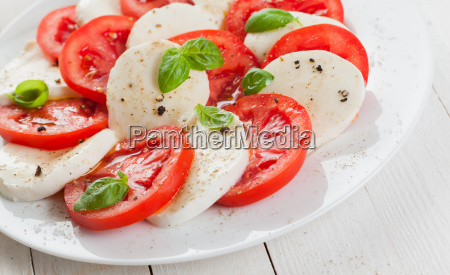 italian tomato and mozzarella caprese salad