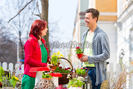 customer buys flower on weekly market