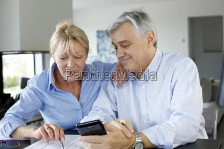 senior, couple, calculting, bills, amount, using - 12512036