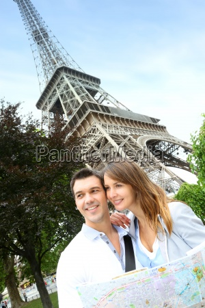 couple, reading, tourist, map, in, front - 12513104
