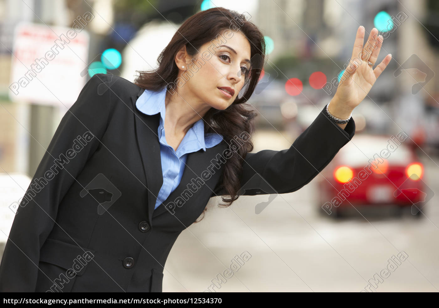 businesswoman, hailing, taxi, in, busy, street - 12534370