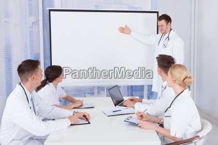 male, doctor, giving, presentation, to, colleagues - 12536172