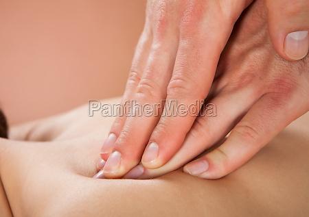 therapeut massieren weibliche kunden back at