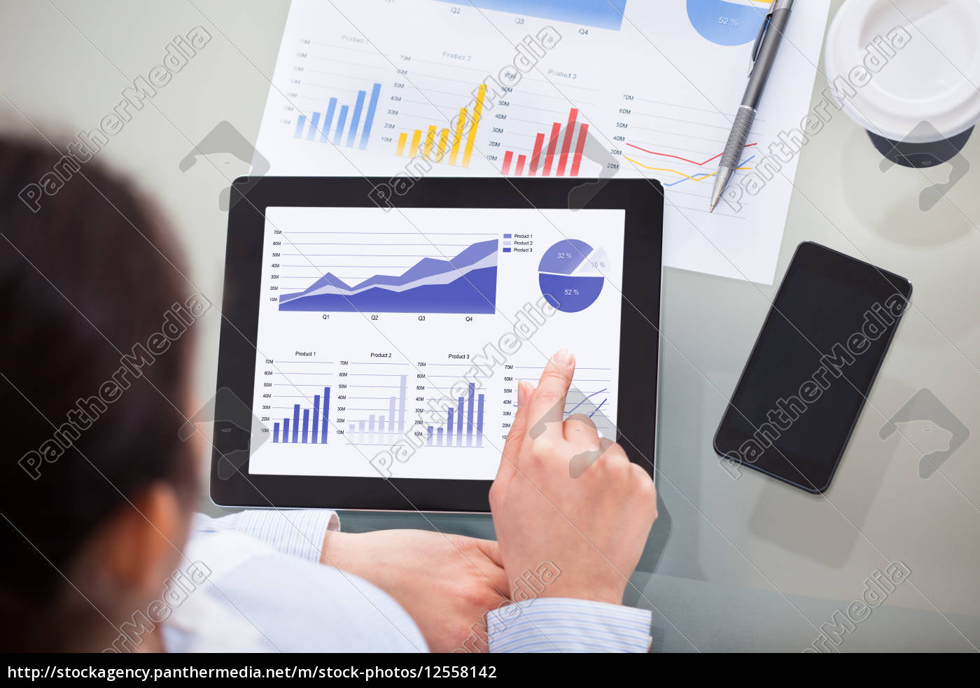 businesswoman, at, workplace - 12558142