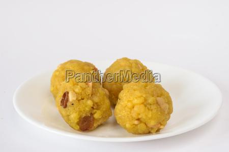 indian sweet boondi laddoo