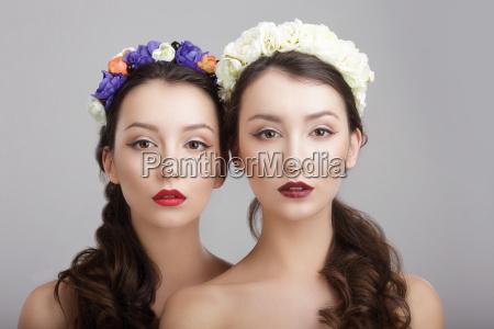donna donne treccia moda femminile fiore