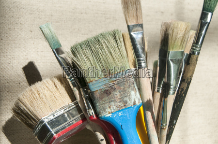 bunch of used paint brushes
