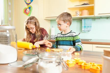 bake children in the kitchen while