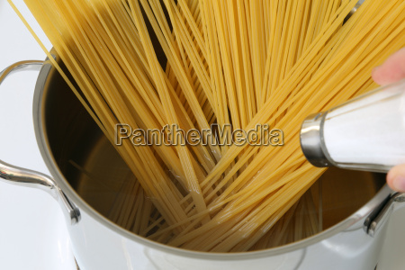 spaghetti noodles pasta cooking