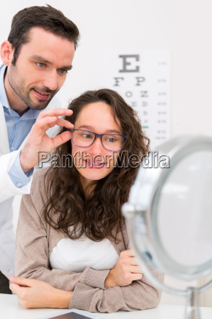 optician helping out a woman to