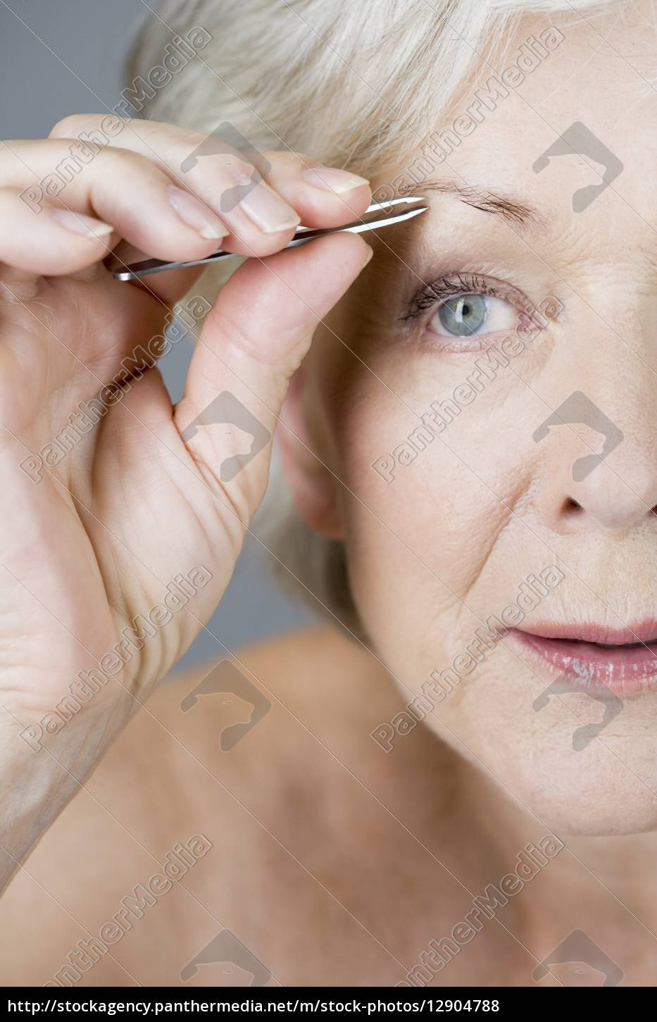 one person only, woman, female, middle aged woman, senior woman, 60-65 years - 12904788