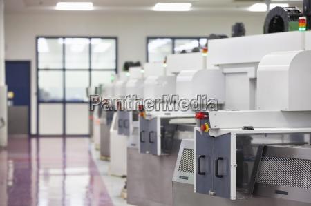 lathe cutting machines in hi tech