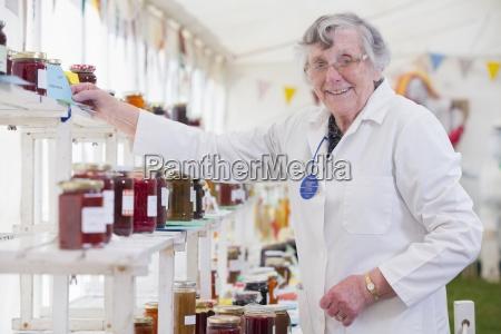 judge awarding prize in jam making