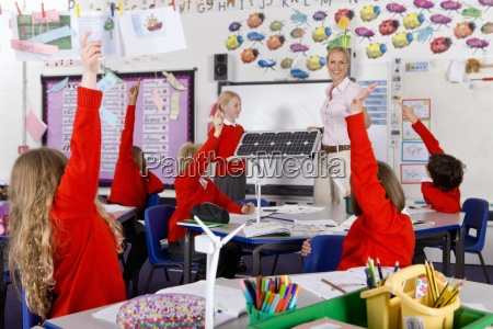 ninyos de la escuela que responden