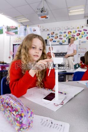 scuola ragazza turbine modello filatura vento