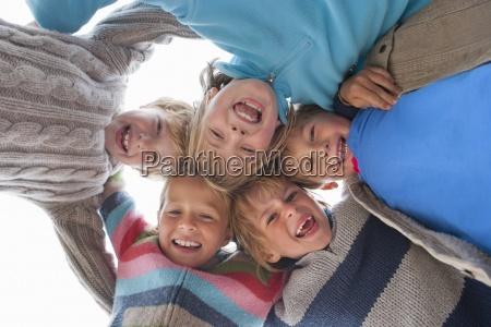pessoas povo homem risadinha sorrisos praia