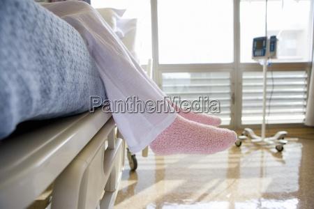 mujer personas gente hombre medicinal cama