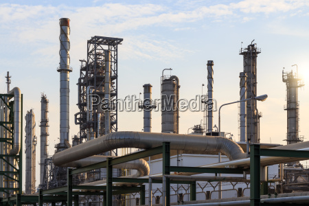 oil refinery manufacturing