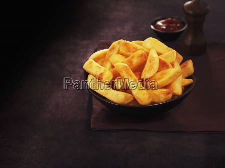accompaniments catsup chipped potatoes chips classic