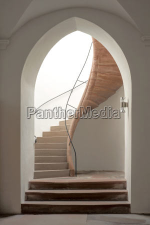 pointed bow with staircase