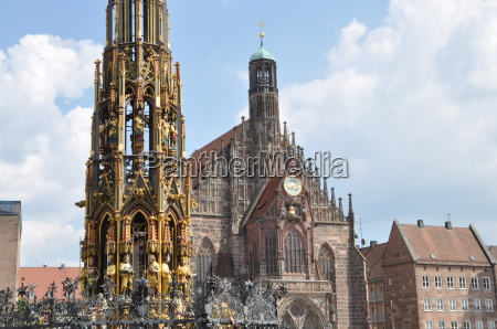 beautiful fountains and frauenkirche in nuremberg