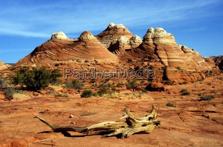 monument desert wasteland hike go hiking