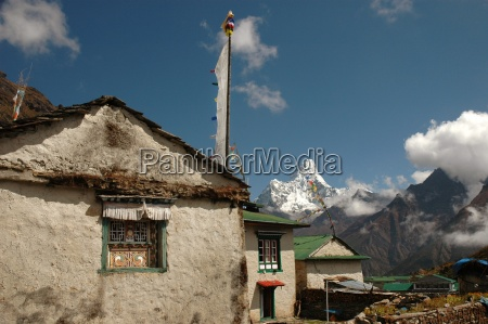 simple habitation of sherpa in the