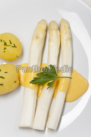 white asparagus with potatoes