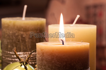 advent wreath in candlelight with christmas
