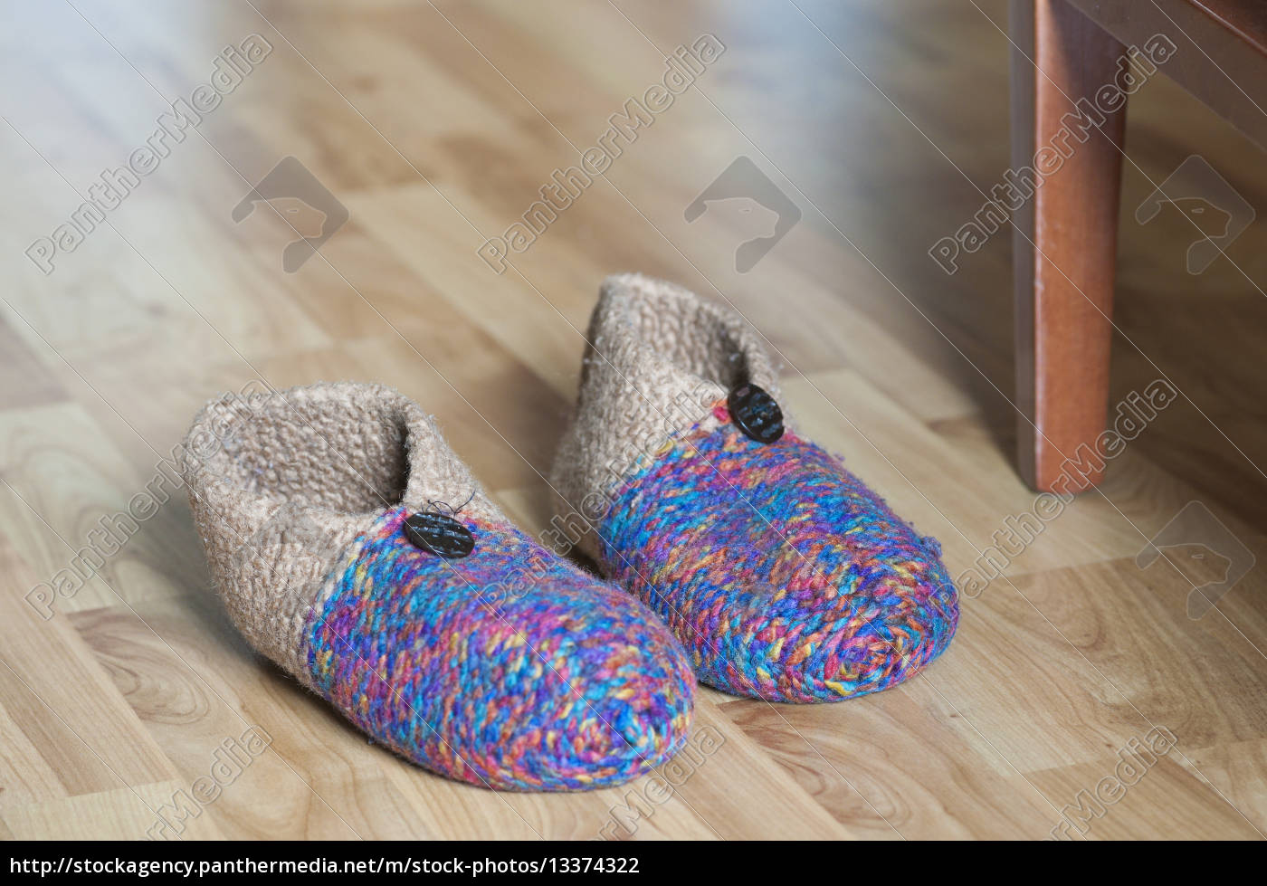slippers - 13374322